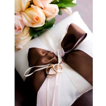 تزیین حلقه عروسی و نامزدی http://jojoman.mihanblog.com